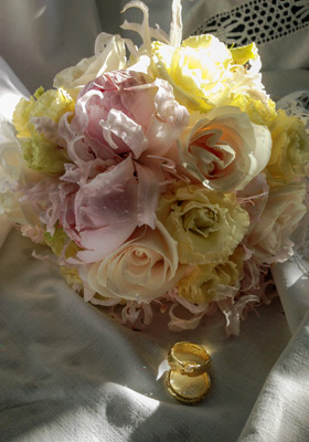 Jen Jakobsen Floral Construction Home page flowers: pink rose and pale yellow rose with nerine posy with wedding rings