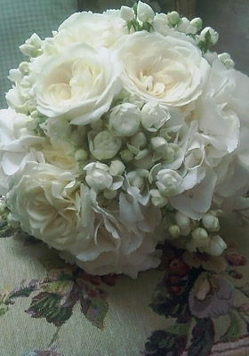 Jen Jakobsen Floral Construction Home flowers: white roses with white bud carnations