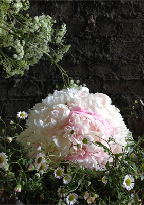 Jen Jakobsen Floral Construction: Home page - peony, daisy and amni arrangement